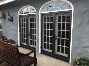 Swinging Screen Doors in Calabasas